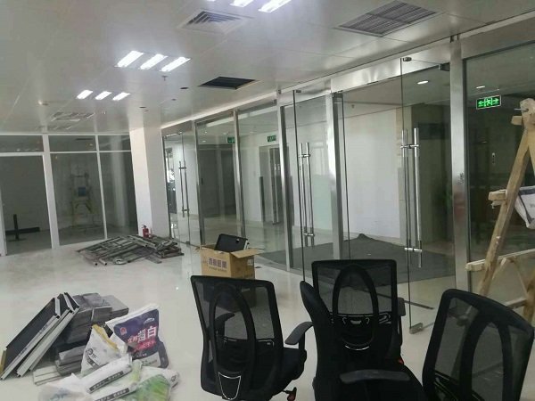 平安保险呼和浩特分公司巨海城十楼玻璃隔断