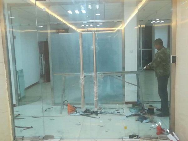 中国石油天然气销售内蒙古分公司400平米办公区玻璃隔断装修