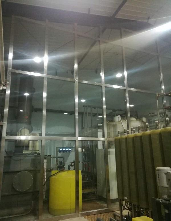 玉泉区垃圾处理中心8米高大型玻璃隔断